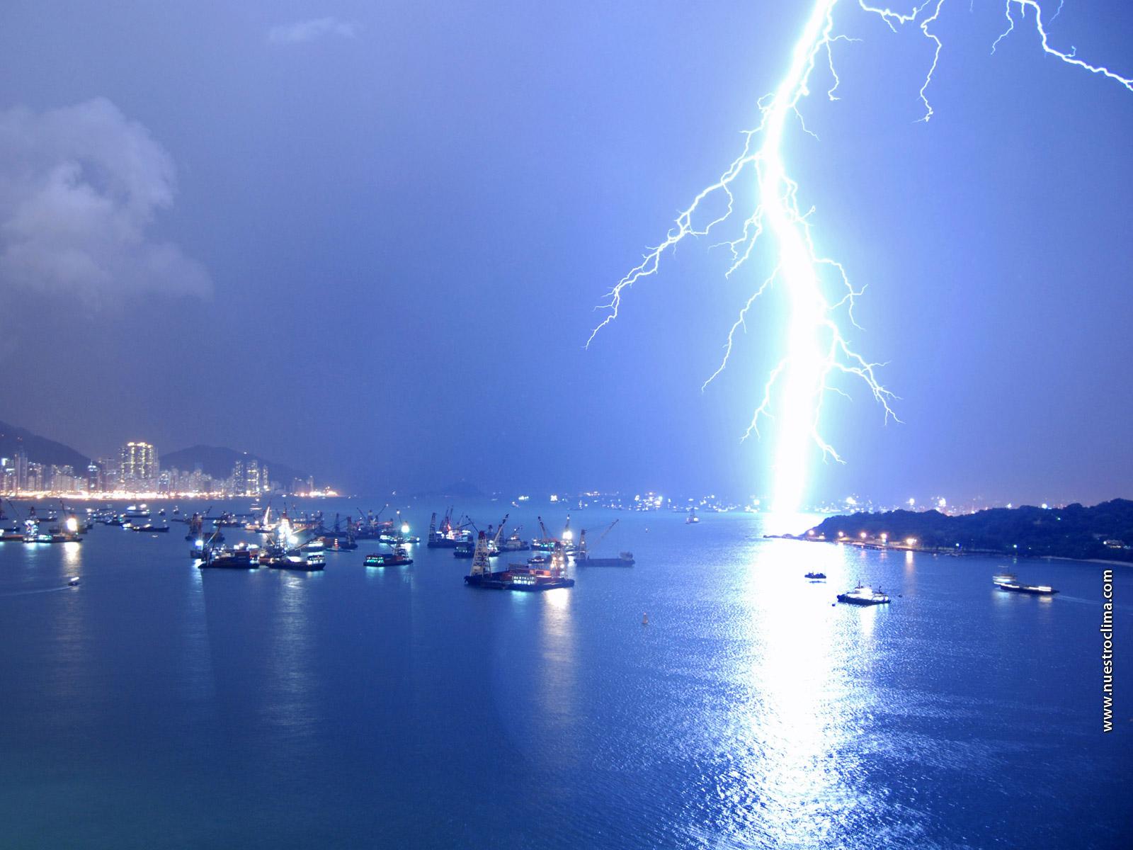 http://2.bp.blogspot.com/_dhm5T7rnwKk/THg7YcMa1OI/AAAAAAAADjs/dglPfjgvocQ/s1600/Electricidad%20generada%20en%20el%20aire%20como%20fuente%20de%20energía%20alternativa.jpg