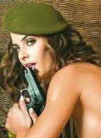 Pilar Pacheco (Infantería de Ceuta) La primera soldado española que se desnuda.