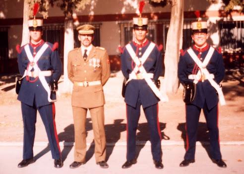 Artilleros con uniforme de época.