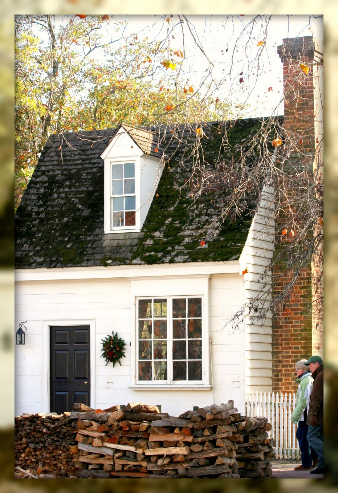 Living in williamsburg virginia shoe wreath shoemaker 39 s for Cute houses inside