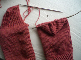 Knitting Pick Up Stitches Heel Flap : Knitting Giraffe: Magic Loop 2-at-a-time Tutorial Part 2--the heel