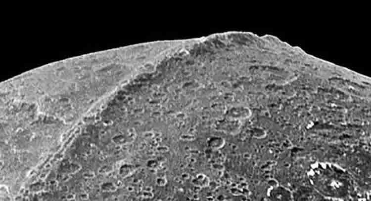 is saturn u2019s moon iapetus artificial