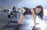 Rose McGowan sa mitraljezom umesto desne noge (kliknite na sliku za wallpaper 1024x768)