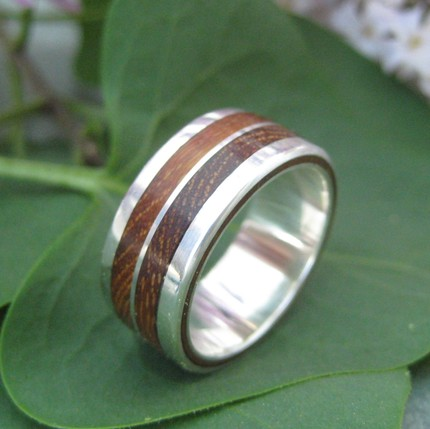 located the perfect non wedding ring from Etsy seller Naturalezanica