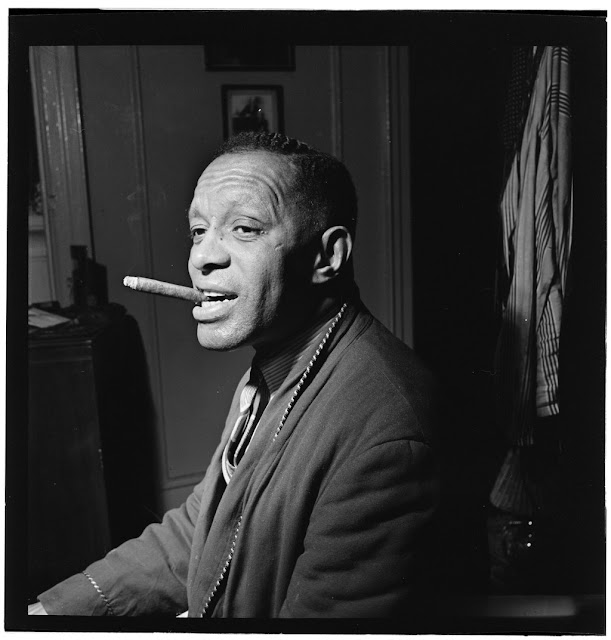 Portrait of Willie Smith in his apartment, Manhattan, New York, N.Y., ca. Jan. 1947. William P. Gottlieb Collection (Library of Congress).