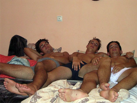 Pies chupan amateurs masculinos