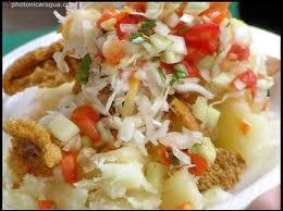 Gastronomia hondure a yuca con chicharron - Como cocinar yuca ...