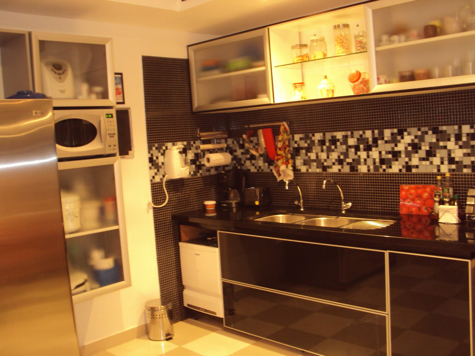 se fosse na minha casa: Novos armários na cozinha: gabinete da pia #BD800E 1600 1200