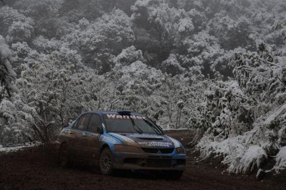 Ligato festejó en la nieve del rally de Tucuman