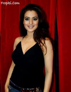 Amisha Patel Sexy Photo gallery24