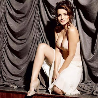 Amisha Patel Sexy Photo gallery18
