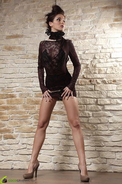 Rochie din dantela cu maneci lungi si spatele gol VANDUTA
