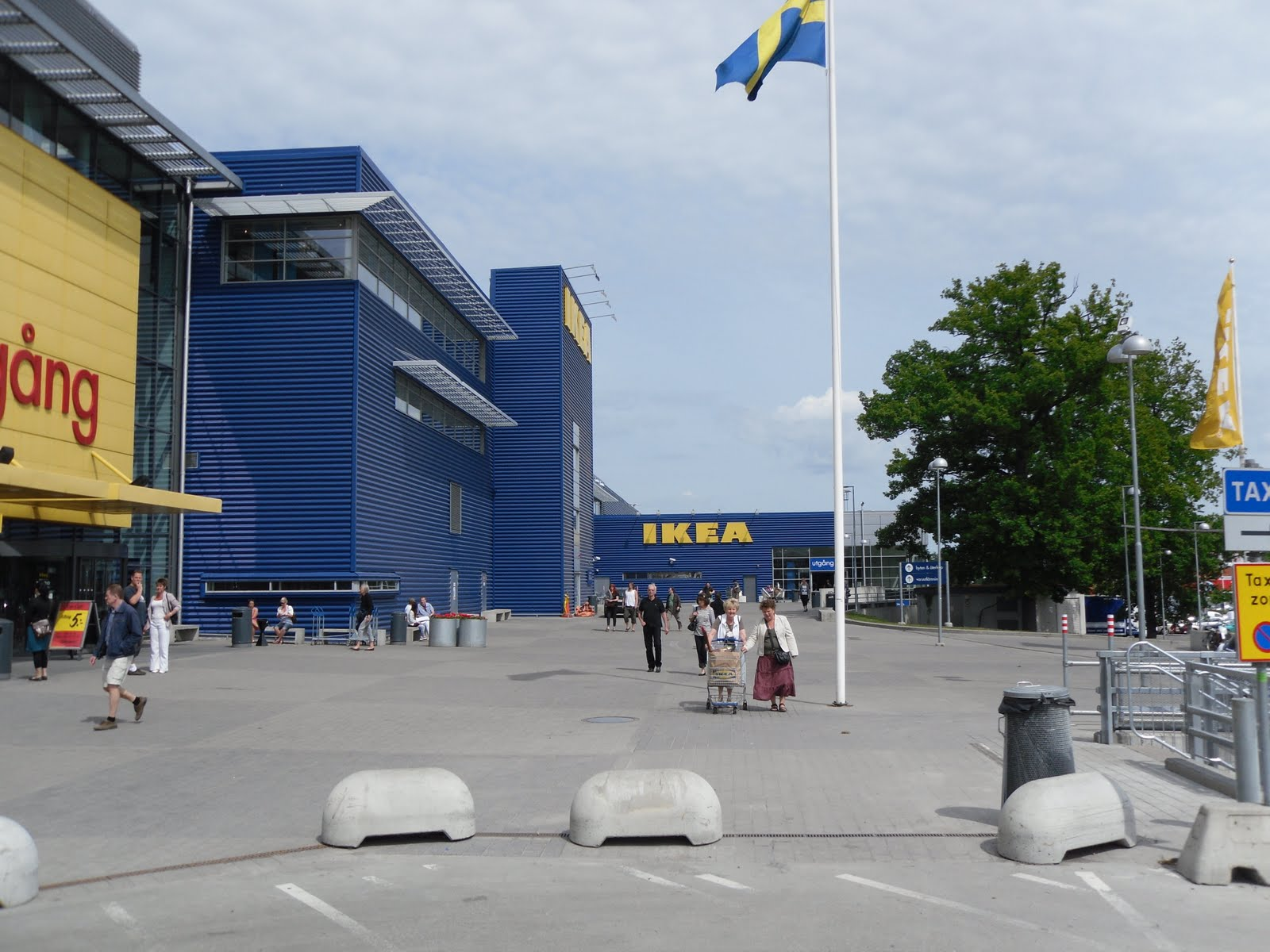 the stockholm tourist shopping ikea. Black Bedroom Furniture Sets. Home Design Ideas