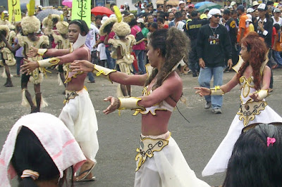 DISCOVER HOW TO ENJOY THE SINULOG FESTIVAL