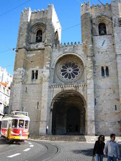 tranvia-y-catedral-lisboa