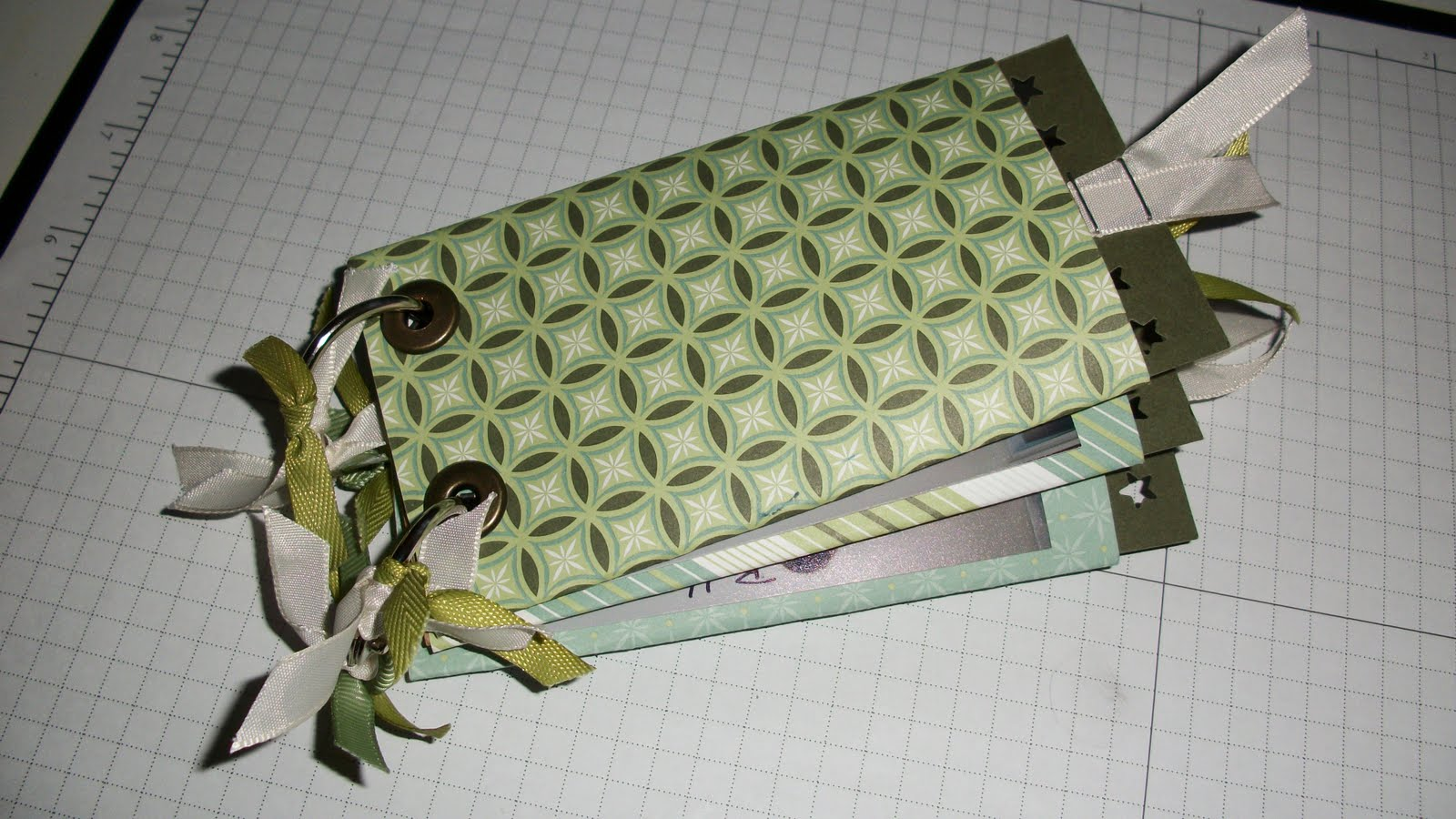 How to scrapbook eyelets - Mini Scrapbook Album