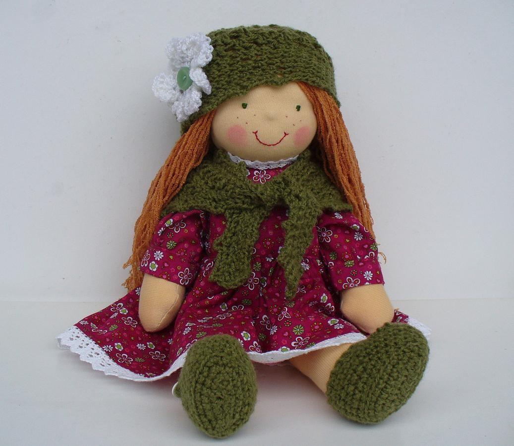 A Bolyet-től kapott másik anyagból is Waldorf baba ruha készült.  Szőkés-vöröses haja lett 9445a0be3f