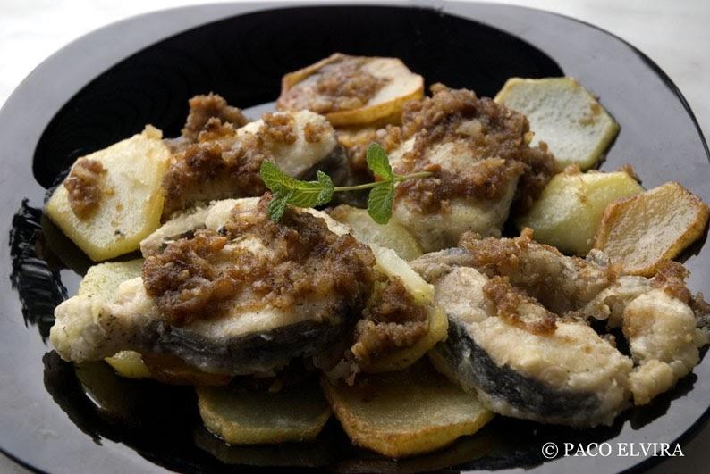 Paco elvira merluza con salsa de almendras platos para for Cocinar merluza a la vasca