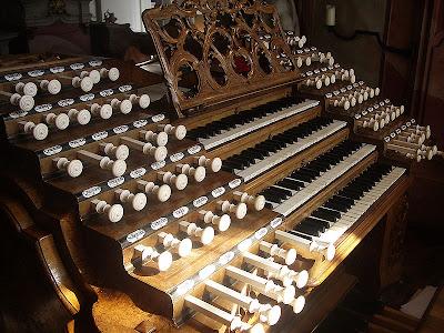 Weingarten_Basilika_Gabler-Orgel_Spieltisch.jpg
