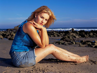 Sexy Actress Elisha Cuthbert Hot Free Bikini WideScreen Wallpaper 1280