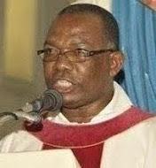 "Padre Apolónio volta a ""beefar"""