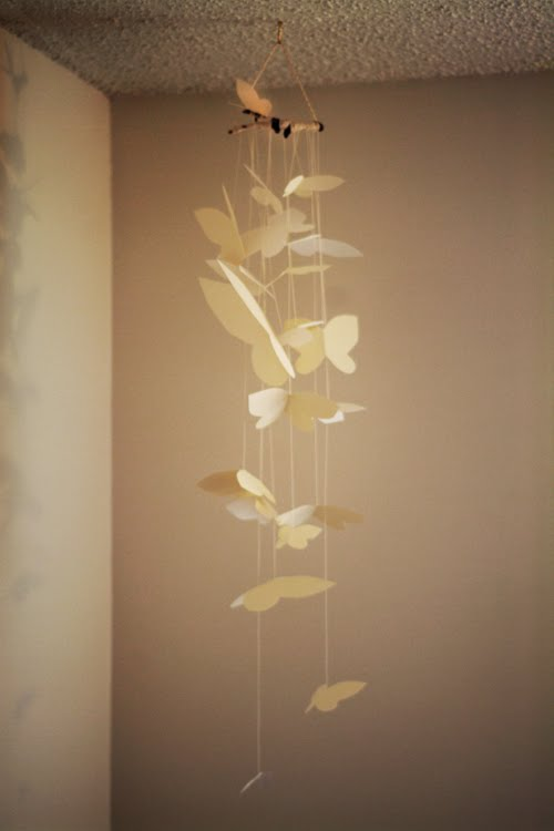 paper butterfly mobile Your baby will fall fast asleep with the beautiful butterfly mobile the fluttering of these paper butterflies will look stunning against the spring time sun this mobile is the perfect way.