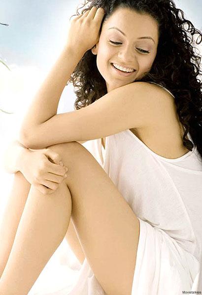 Kangana Ranaut in White Short Skirt, Indian Fashion Magazine