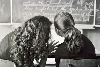 bayan öğretmen ve öğrenci kız