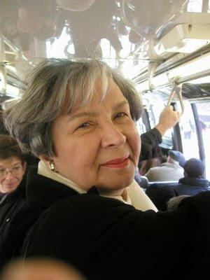 otobüs ve ihtiyar kadın