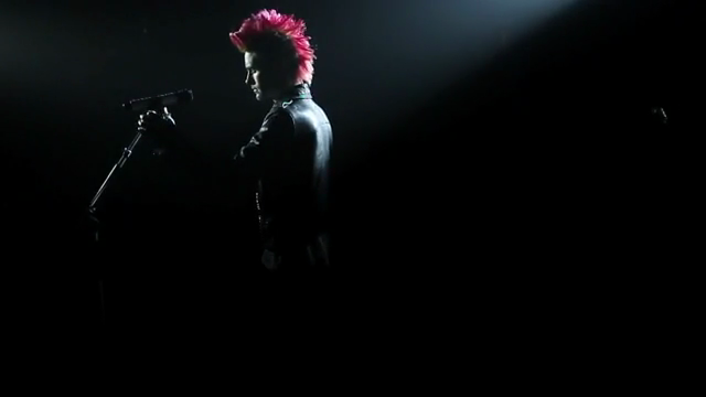 ZUL LUEY: 30 Seconds To Mars - Closer to the Edge