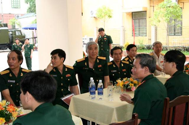 Lại có vinh hạnh được đón đại tá Thiết k8 đến dự buổi lễ long trọng này.