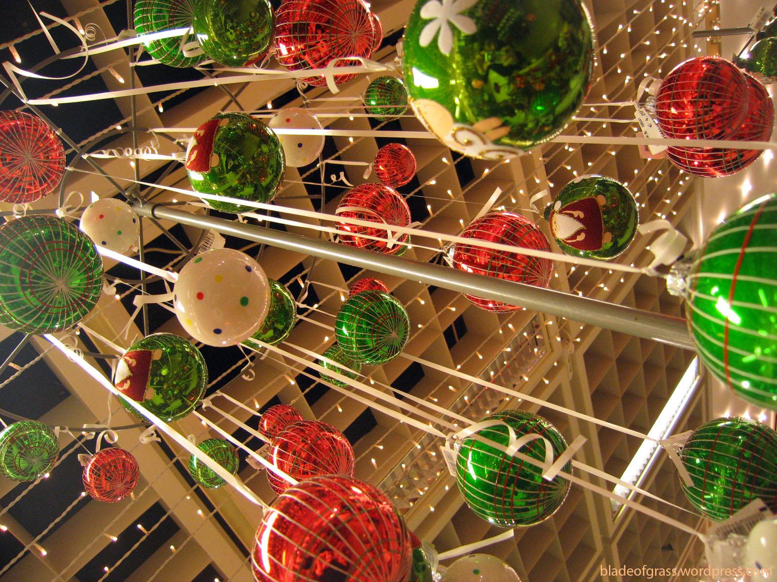 http://2.bp.blogspot.com/_e45GK4i1E8M/TRSsGqPf17I/AAAAAAAACTA/58usA-Kcl8w/s1600/christmas-wallpaper-247.jpg