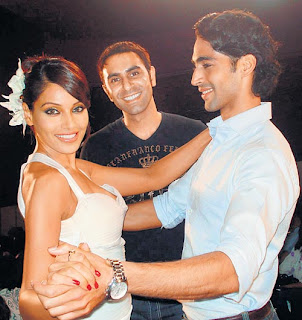 bipasha knee injured
