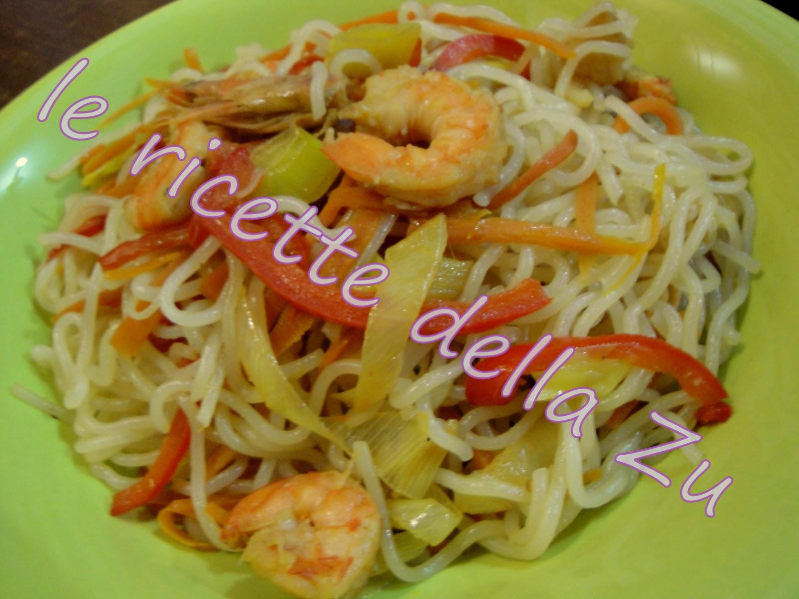 Le ricette della zu noodles saltati con verdure e gamberi for Cucinare noodles