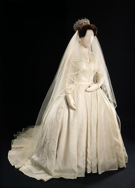 Prettiest Wedding Dresses In History : Bongodaily most beautiful sleeved wedding dresses in history