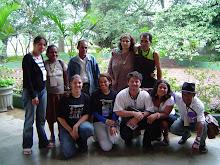 Antonia Rangel representante do ministério da Cultura e Piassa junto a um grupo kariri-xocó.