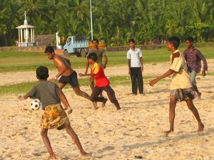 http://2.bp.blogspot.com/_eECfu4W_yWk/Sz-Ak7TxGkI/AAAAAAAACAY/p9md_8izVOA/s320/kerala+football.jpg