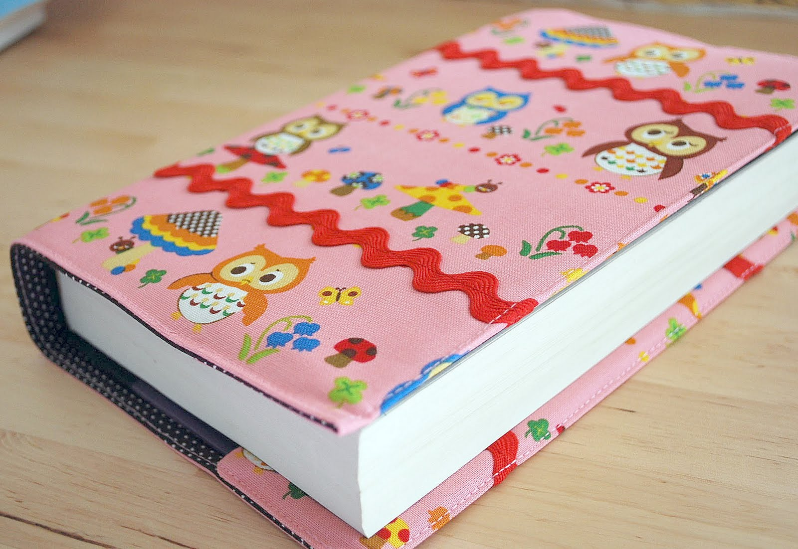 All Awesome Links!: Sew a fabric book cover