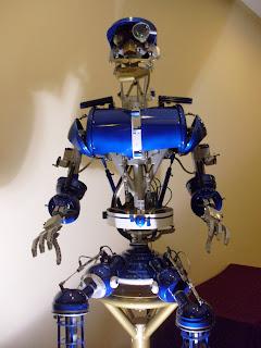 Robot creado en el CAETI