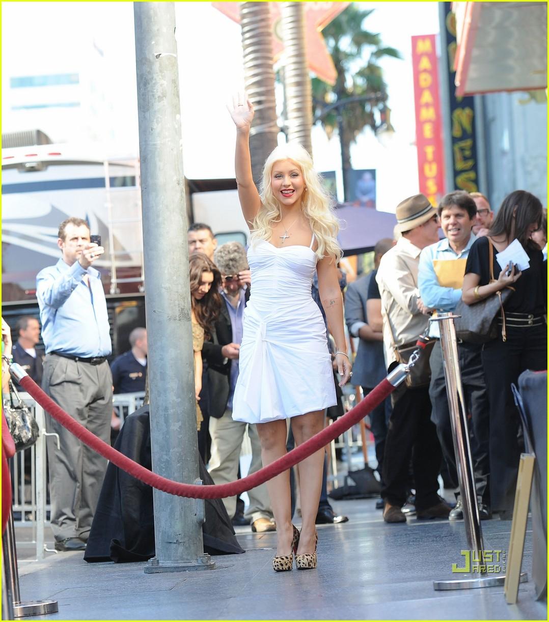 http://2.bp.blogspot.com/_eH2XqieIgMY/TOGpBWrxyII/AAAAAAAAC3c/3Oryr4-uHrs/s1600/christina-aguilera-walk-of-fame-star-10.jpg