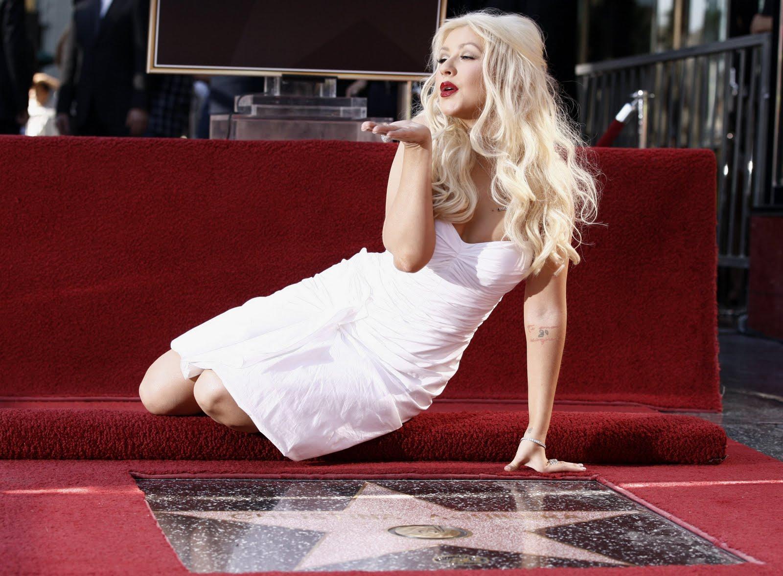 http://2.bp.blogspot.com/_eH2XqieIgMY/TOGpbNrSgJI/AAAAAAAAC4U/InQtYzs5tQI/s1600/55493_Celebutopia_ChristinaAguileraishonoredwithastaronTheHollywoodWalkOfFame_03_122_339lo.jpg