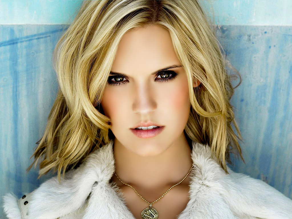 Shannon Rutherford. Maggie_Grace_Twilight_Amanecer_(Breaking_Dawn)_CarLost_001