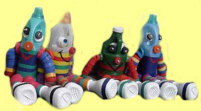 passo a passo de bonecos com reciclagem de potes plásticos