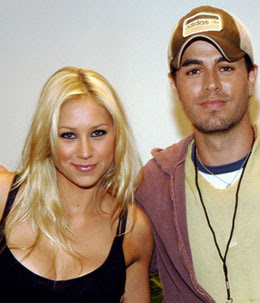 Anna Kournikova kicks Enrique Iglesias out of home