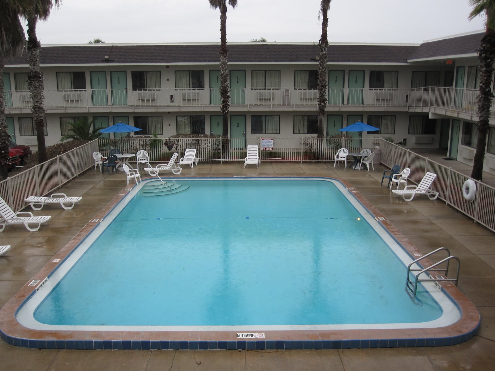 Pixaday Empty Swimming Pool At Motel 6 In Kissimme Fl