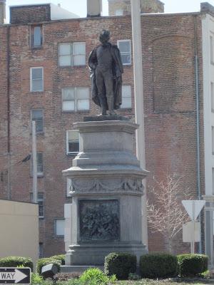 war memorial statue