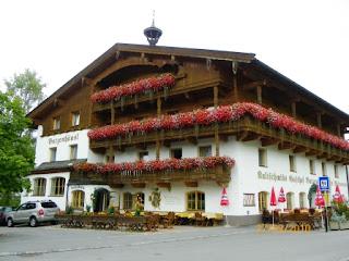 Casas con flores en Seefeld in Tirol
