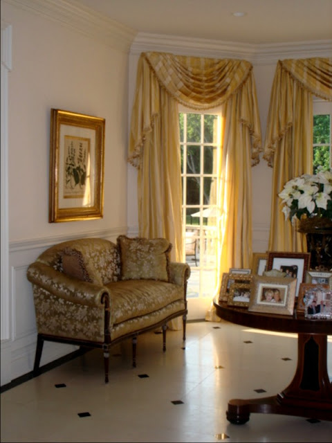 Foyer Sitting Area : Out with the old and in new houses that is