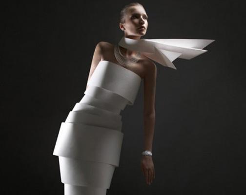 [alexandra-zaharova-ilya-plotnikov-paper-dresses-01.jpg]