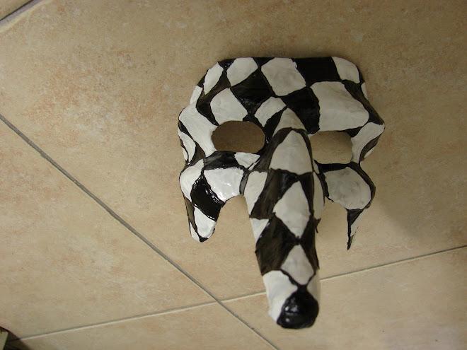 mascara preto e branco